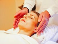 Chiropractor_and_massage_therapy_at_tebby_clinic-spotlisting